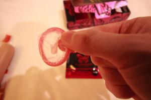 コンドームの開封画像