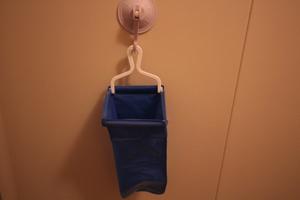 超洗状を真空吸盤で固定吊り下げ